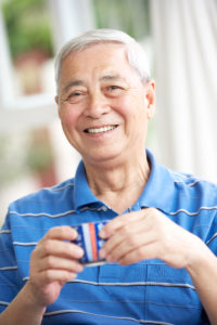 OTvest-Chinese_man_drinking_from_cup
